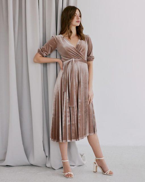 Бежевое бархатное платье для будущих и кормящих мам Diamond